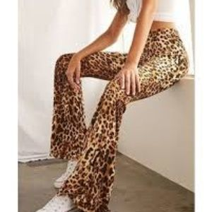 Forever 21 Leopard Flare Pants M